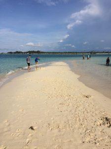 pulau eksotis untuk hoping island pasir timbul di bangka belitung 2 225x300 - pulau-eksotis-untuk-hoping-island-pasir-timbul-di-bangka-belitung-2